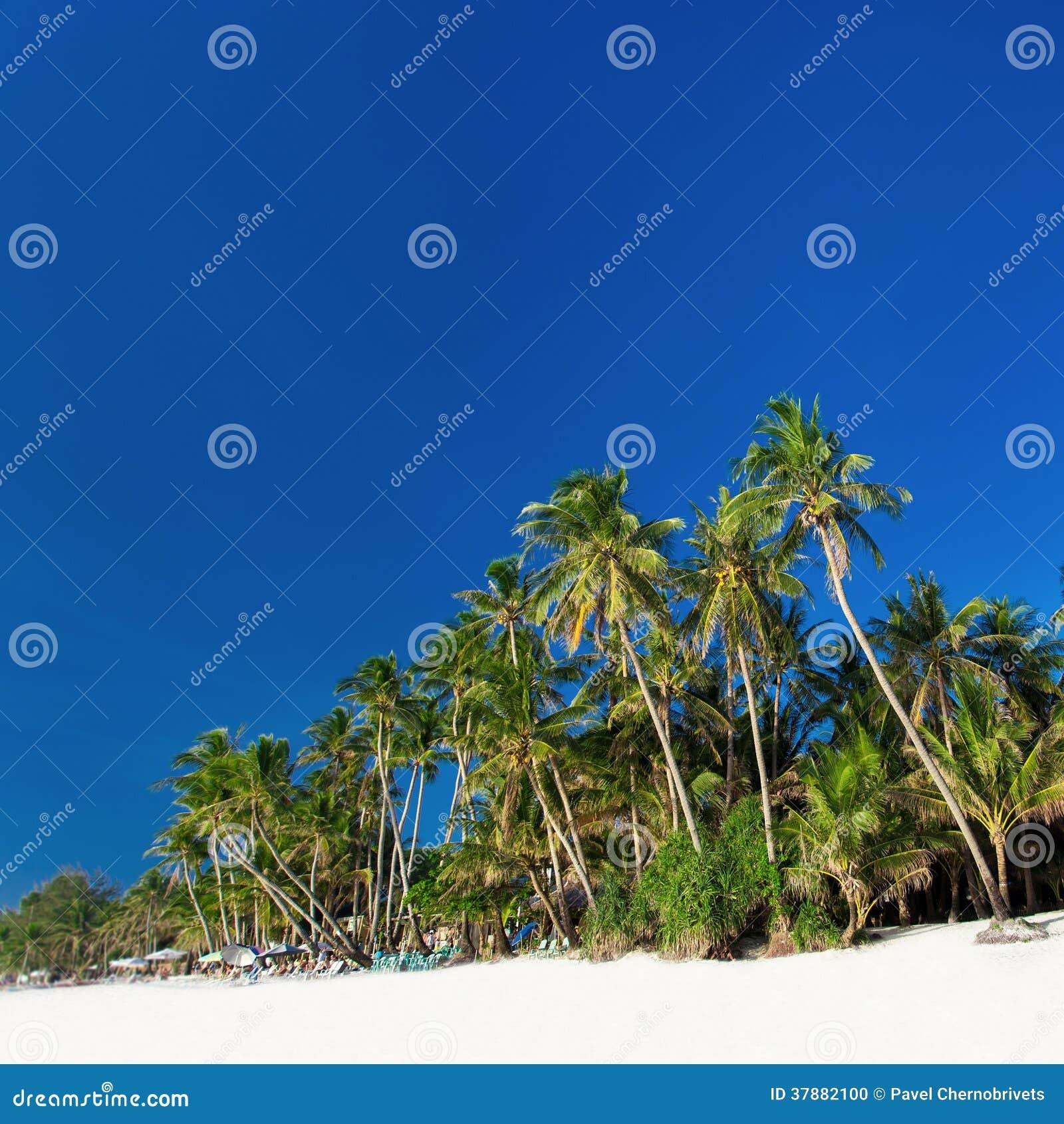 Пляж с белым песком на Boracay