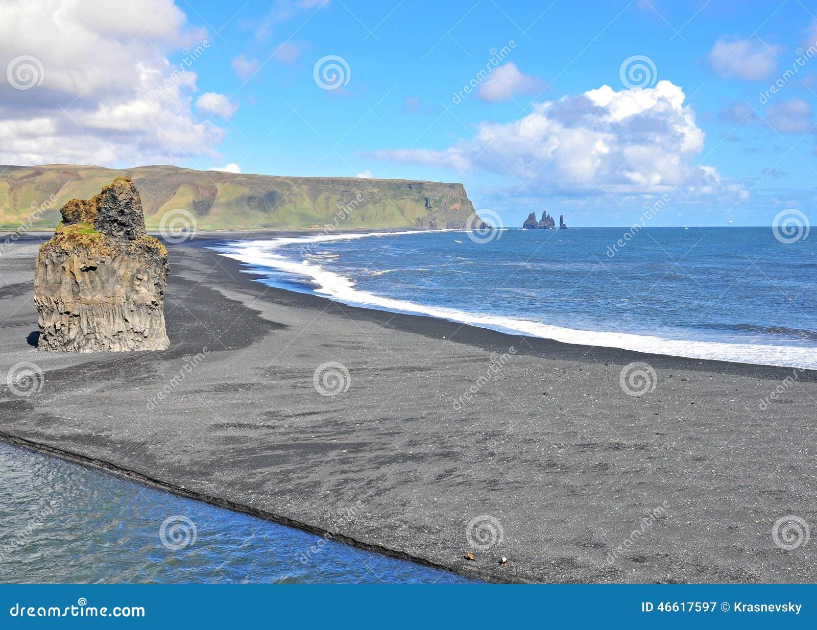 Пляж черноты Dyrholaey, Исландия