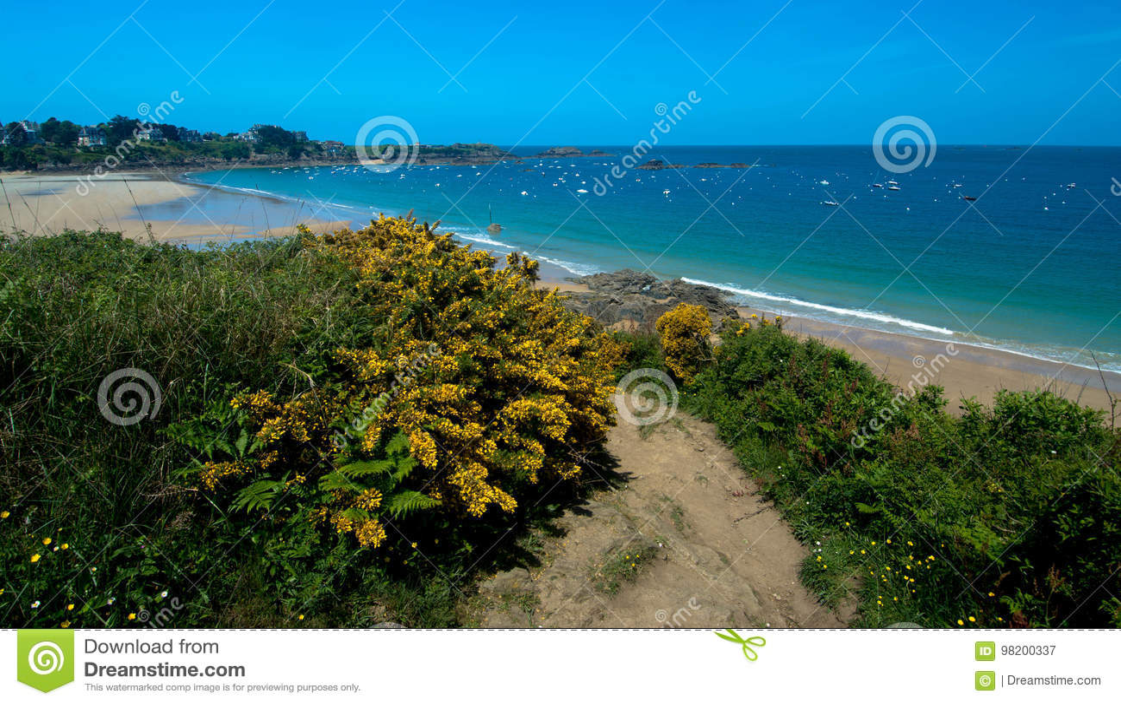 Download пляж brittany стоковое изображение. изображение насчитывающей песочно - 98200337