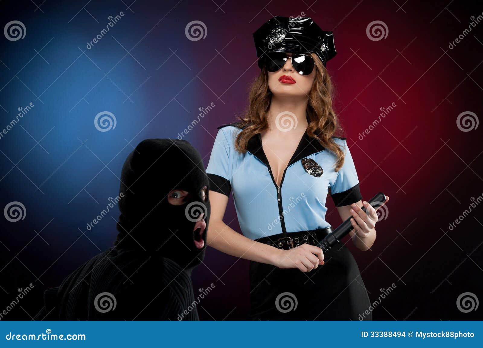 性感的女警在工作