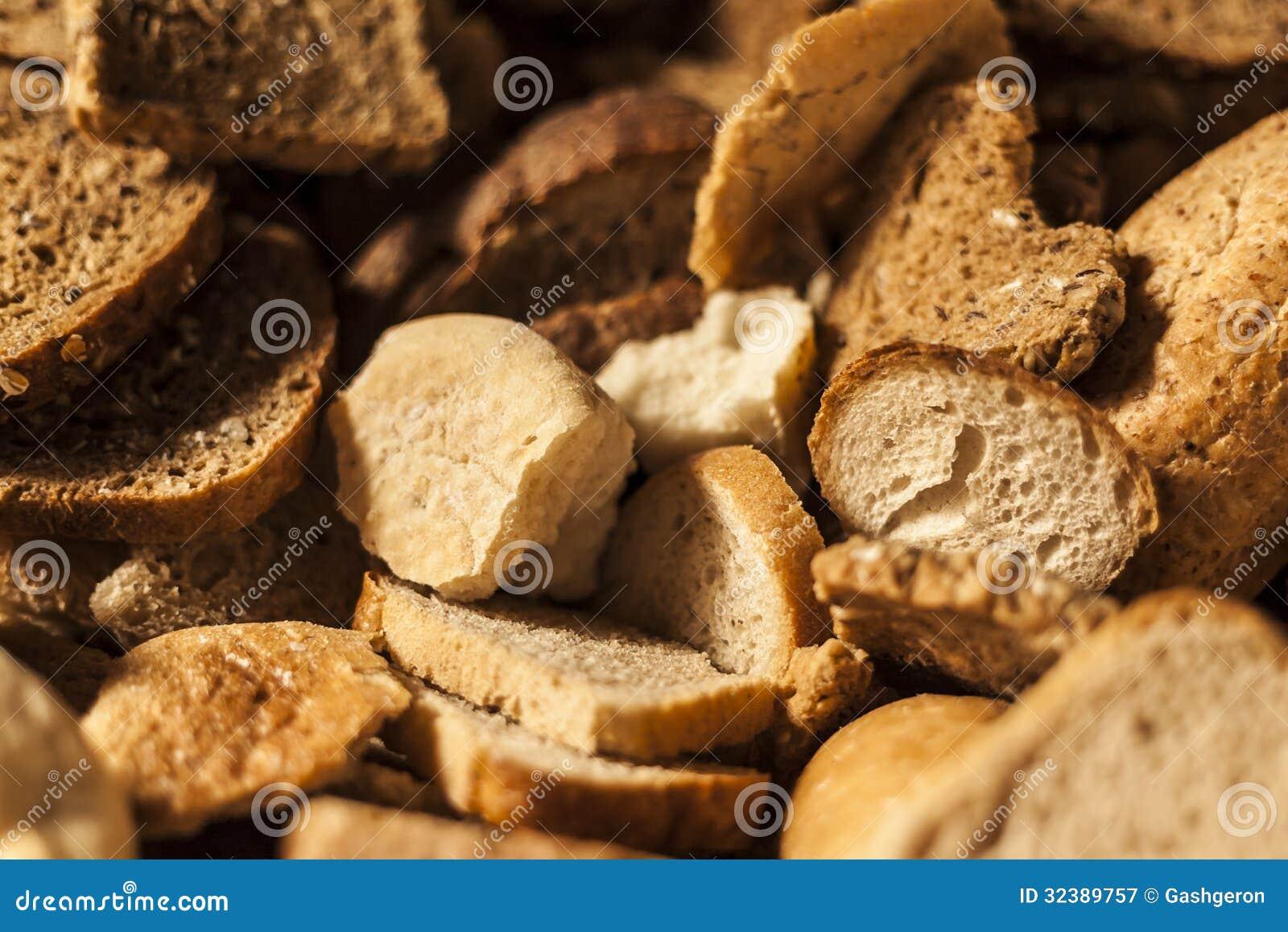 许多切片干硬面包
