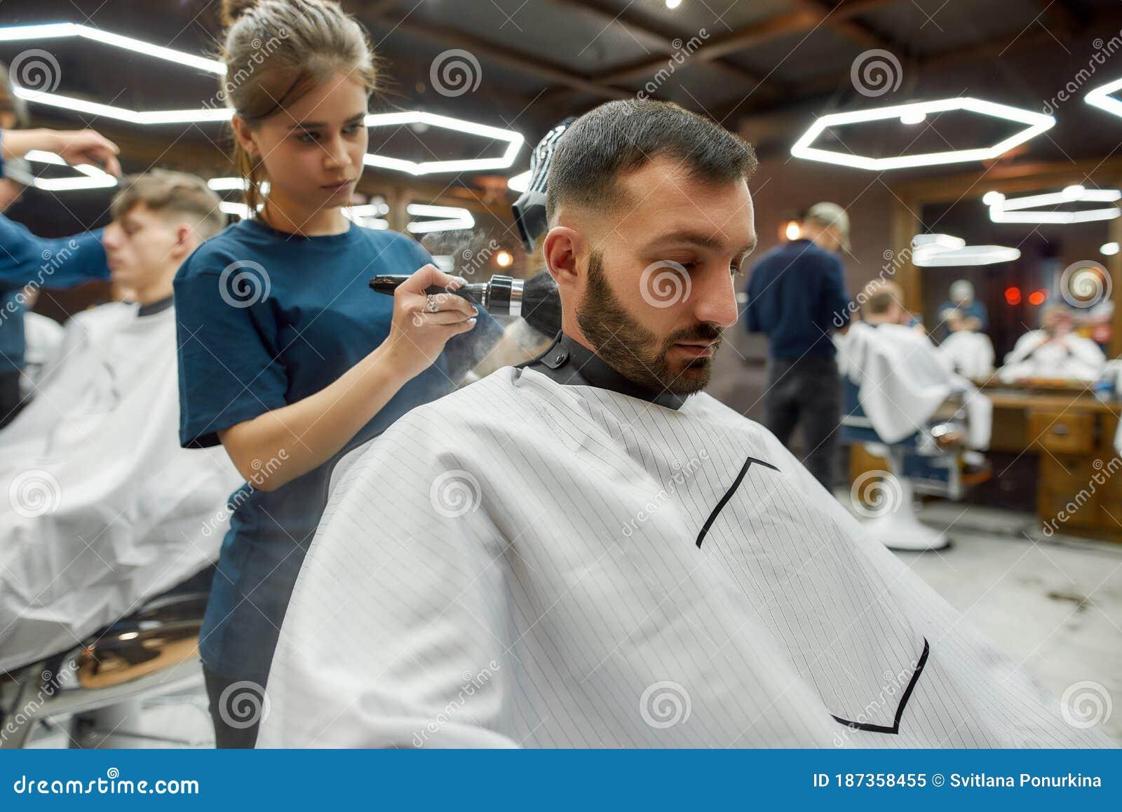 Девушки на работе в парикмахерской работа в находка