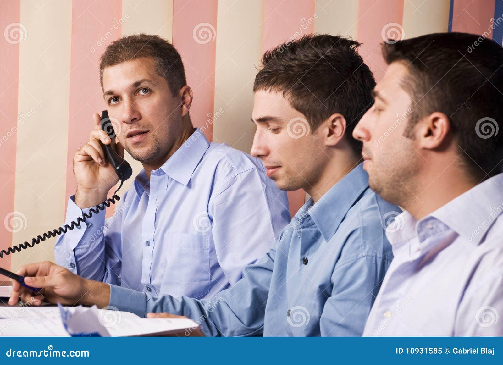 работа соучастников офиса бизнесменов