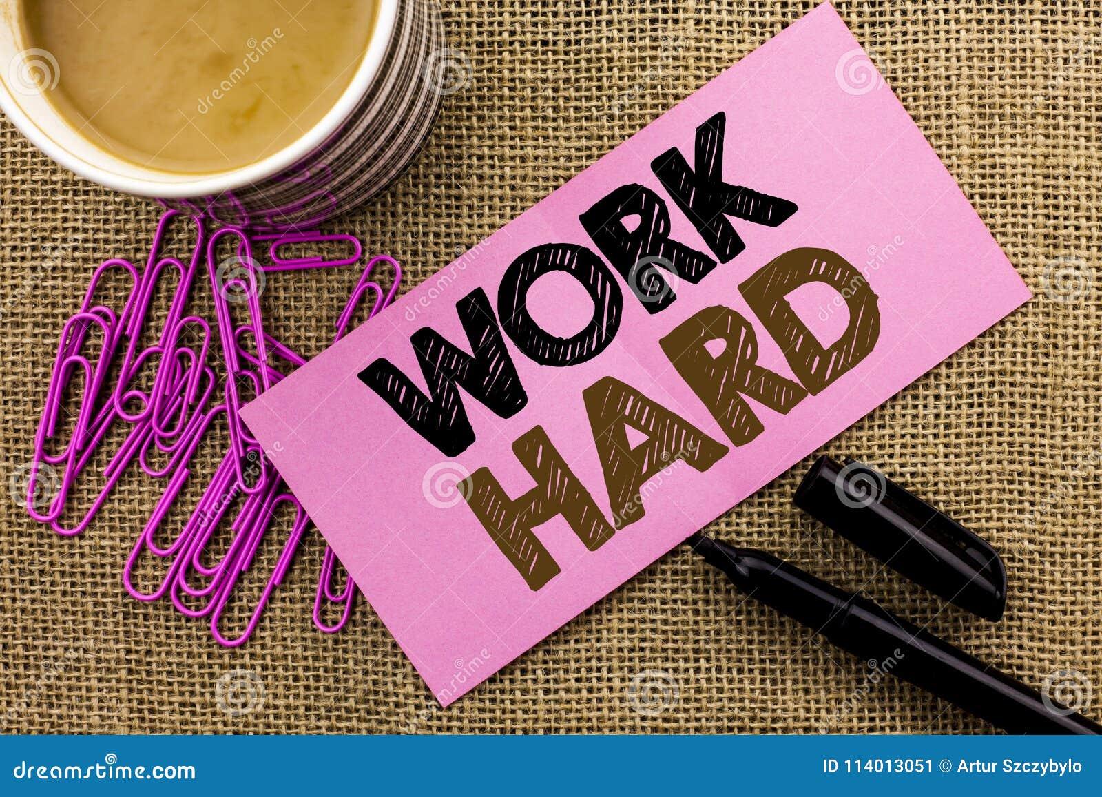 Работа сочинительства текста почерка крепко Действие достижения мотивировки гонора усилия успеха схватки смысла концепции написан