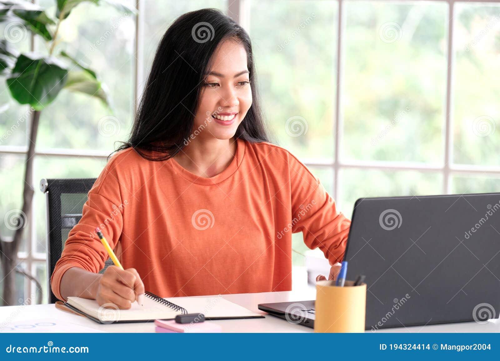 Работа в азии для девушек веб девушка модель отзывы о сайте