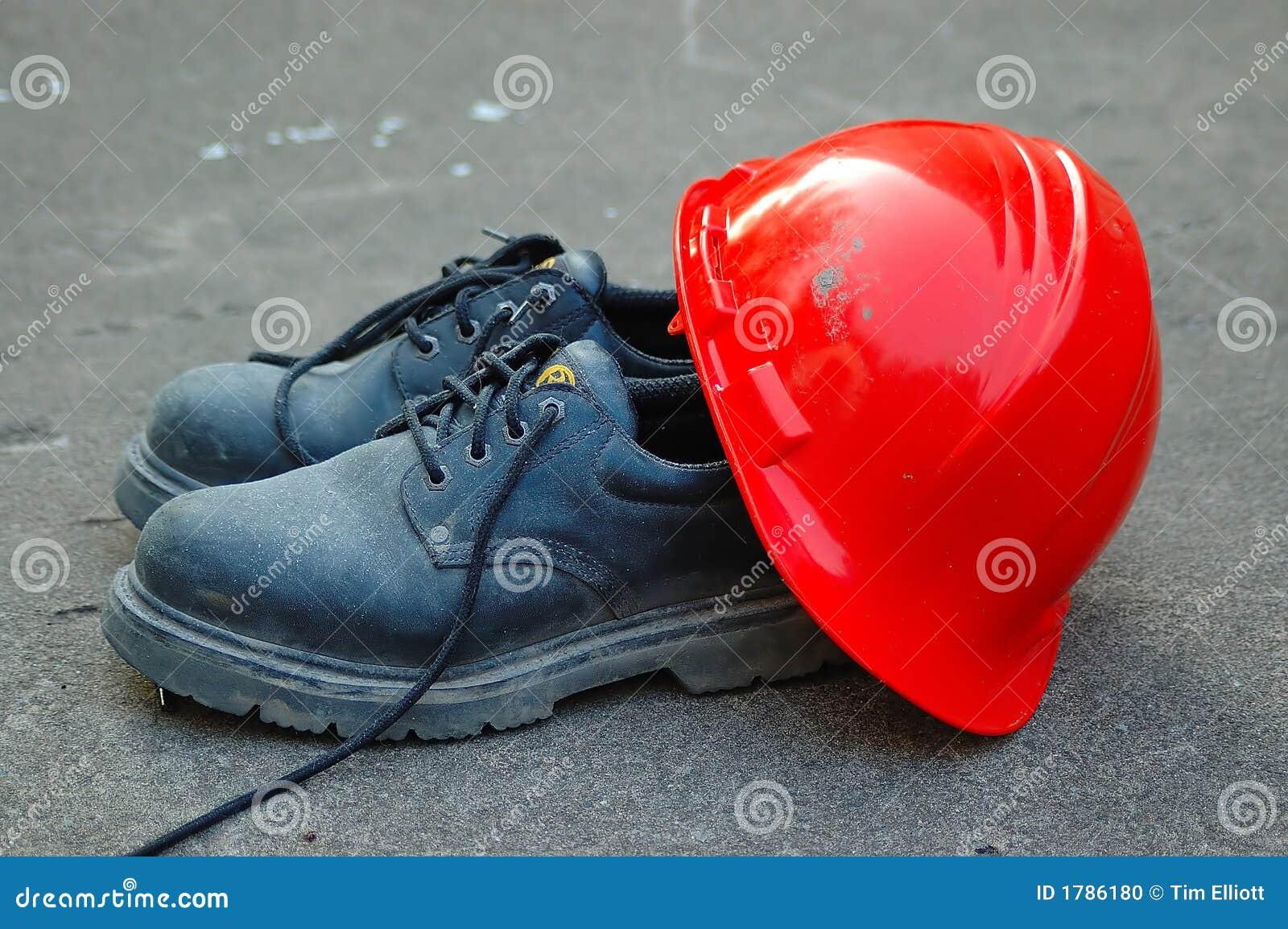 работа трудного шлема ботинок