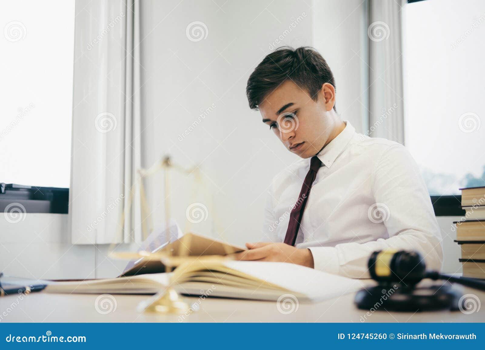 Работа юриста в офисе