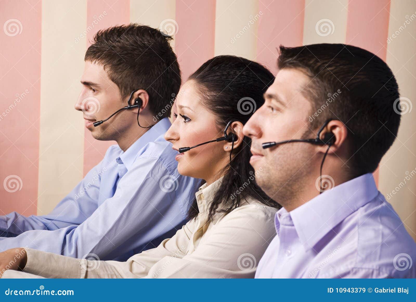 работники офиса центра телефонного обслуживания