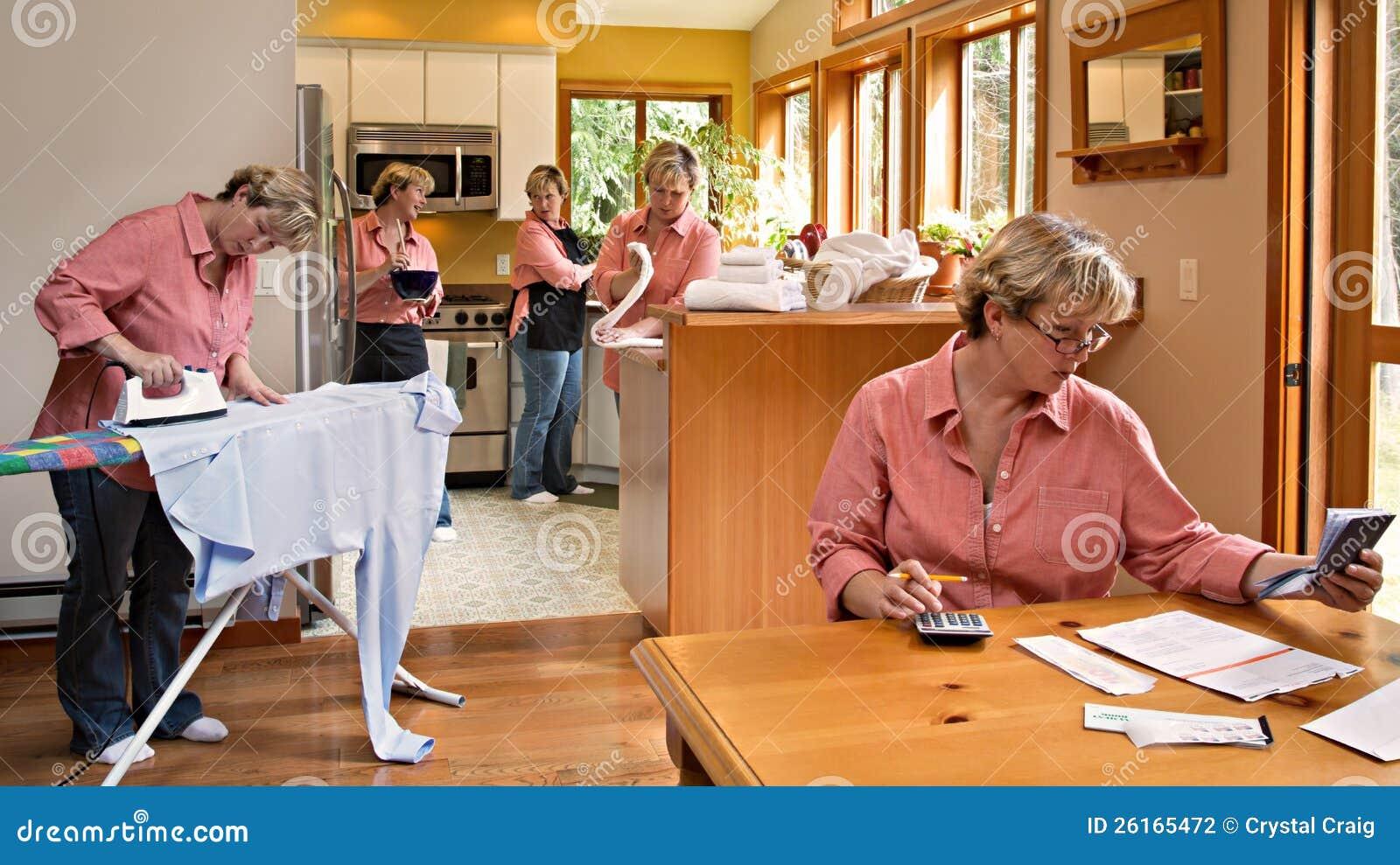Работы по дома домочадца Multi-tasking