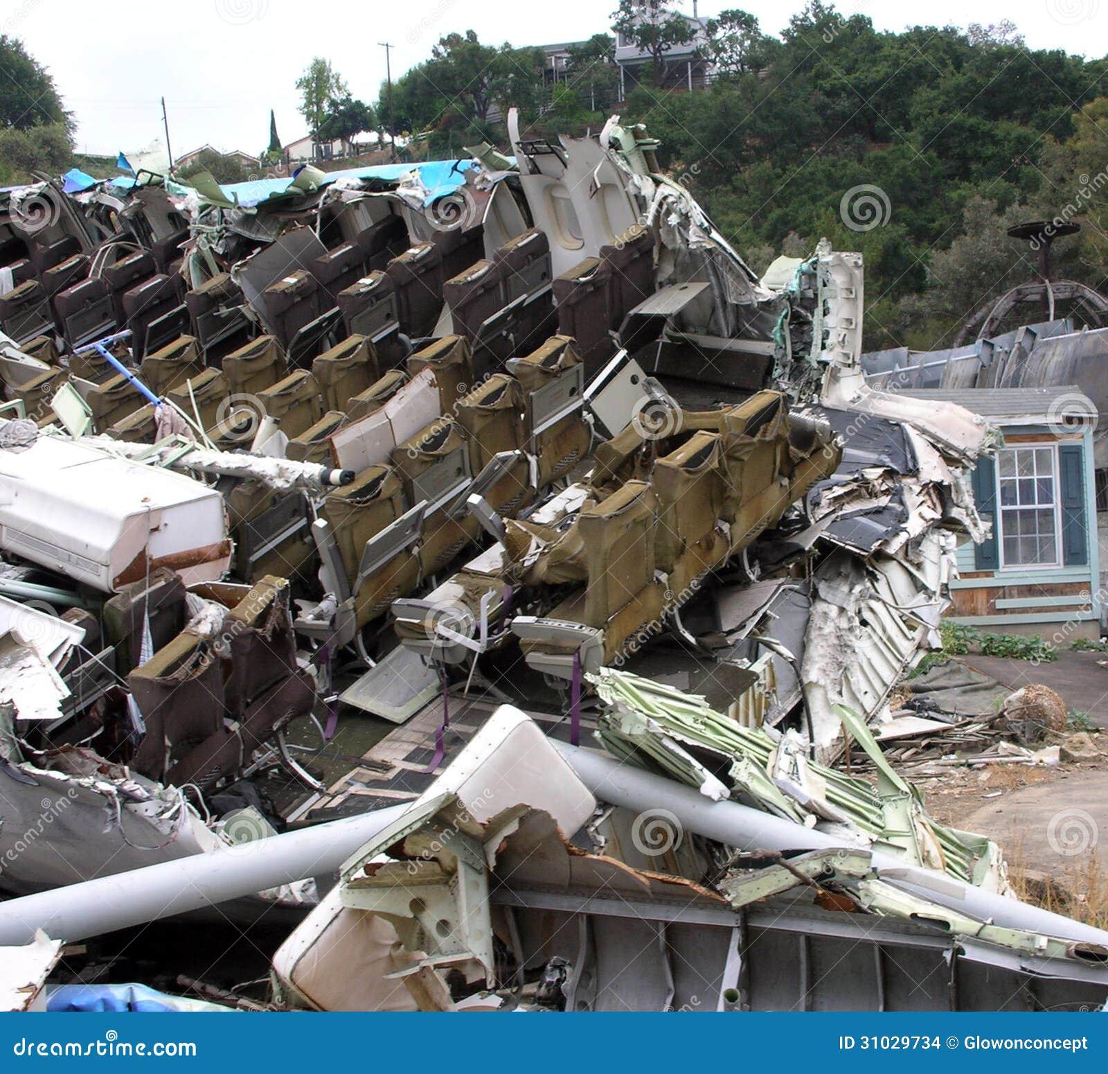 Разбитый самолет, дом с бедствием