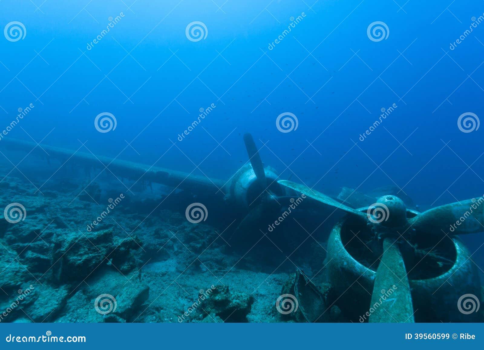 Разбили воздушные судн под водой