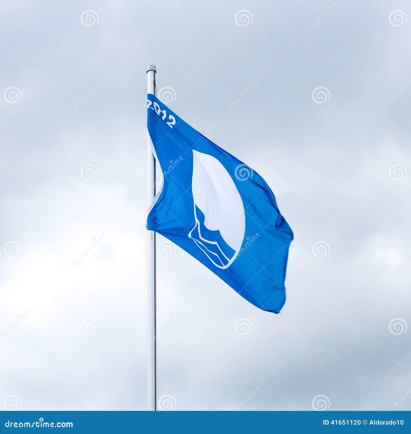 Развевая голубой флаг