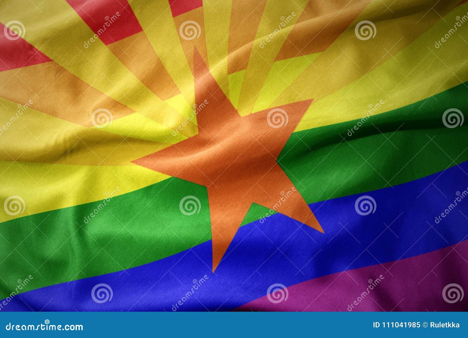 Развевая знамя флага гей-парада радуги положения Аризоны