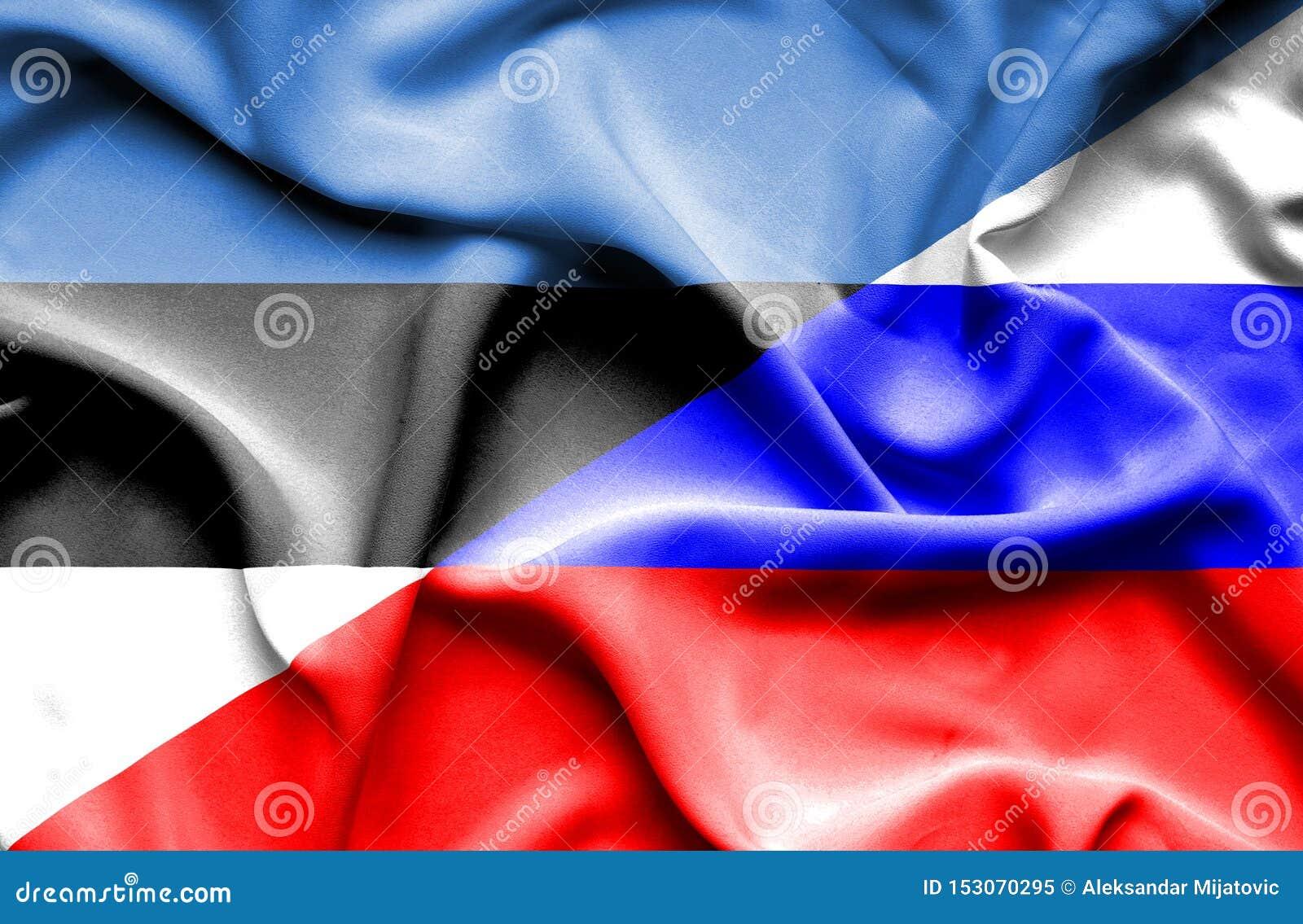 Развевая флаг России и Эстонии