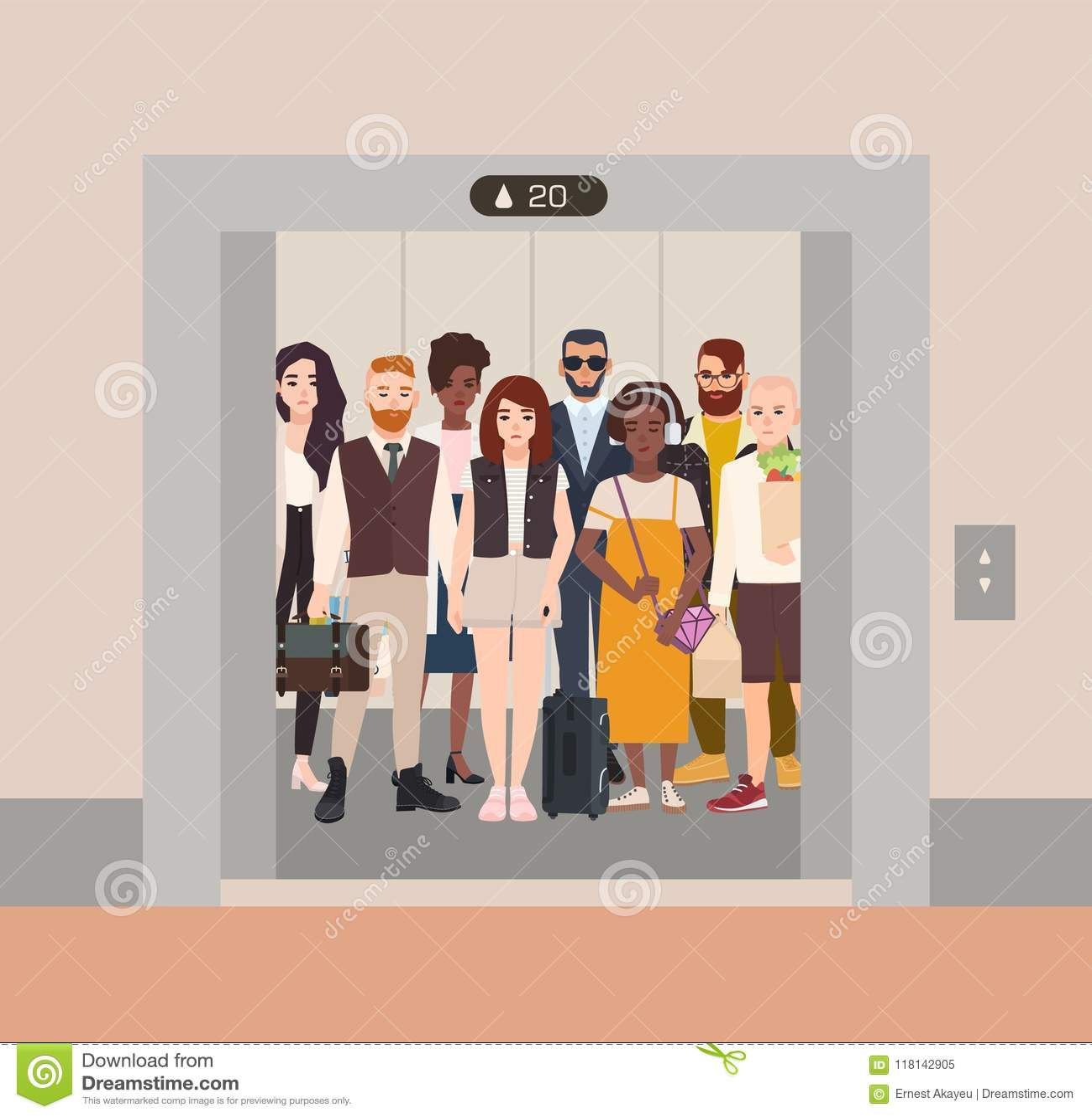 Различные люди стоя в лифте с открыть дверями Группа в составе различные люди и женщины ждать внутри подъема остановила дальше