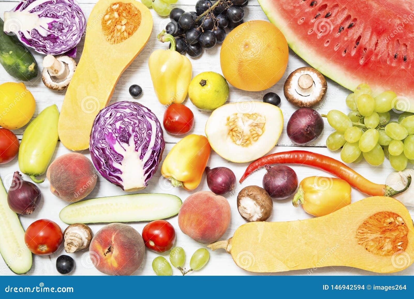 Различные фрукты и овощи