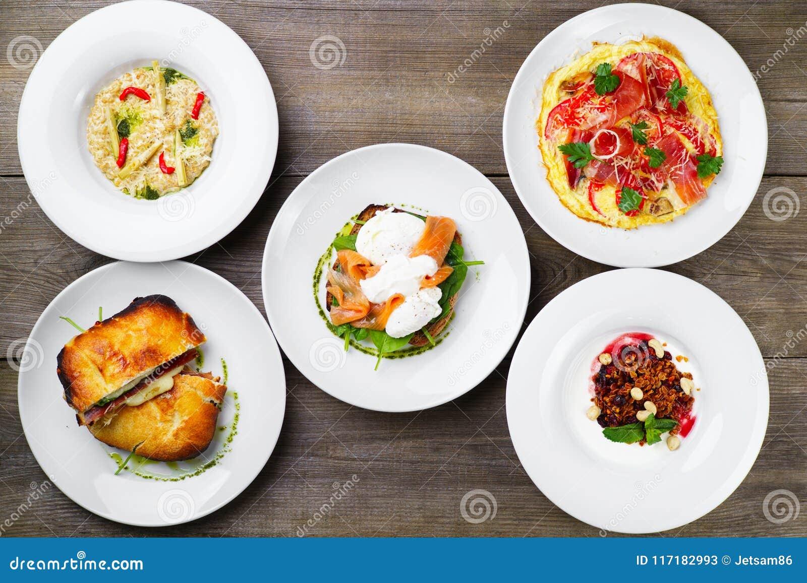Разнообразие ед завтрака, фото меню ресторана