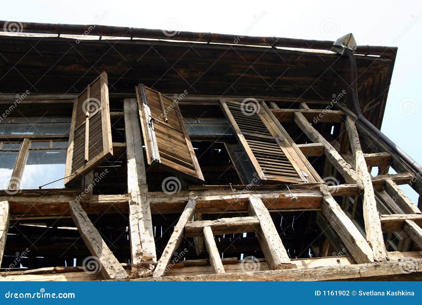 разрушенная дом