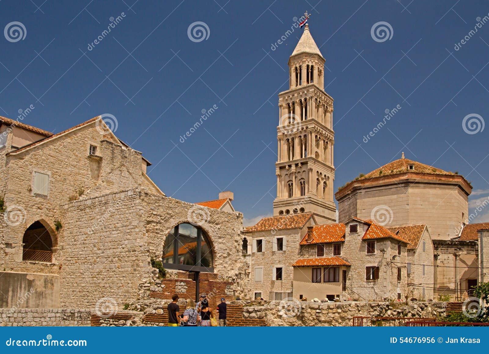 Разделение - дворец императора Diocletian - башня с часами
