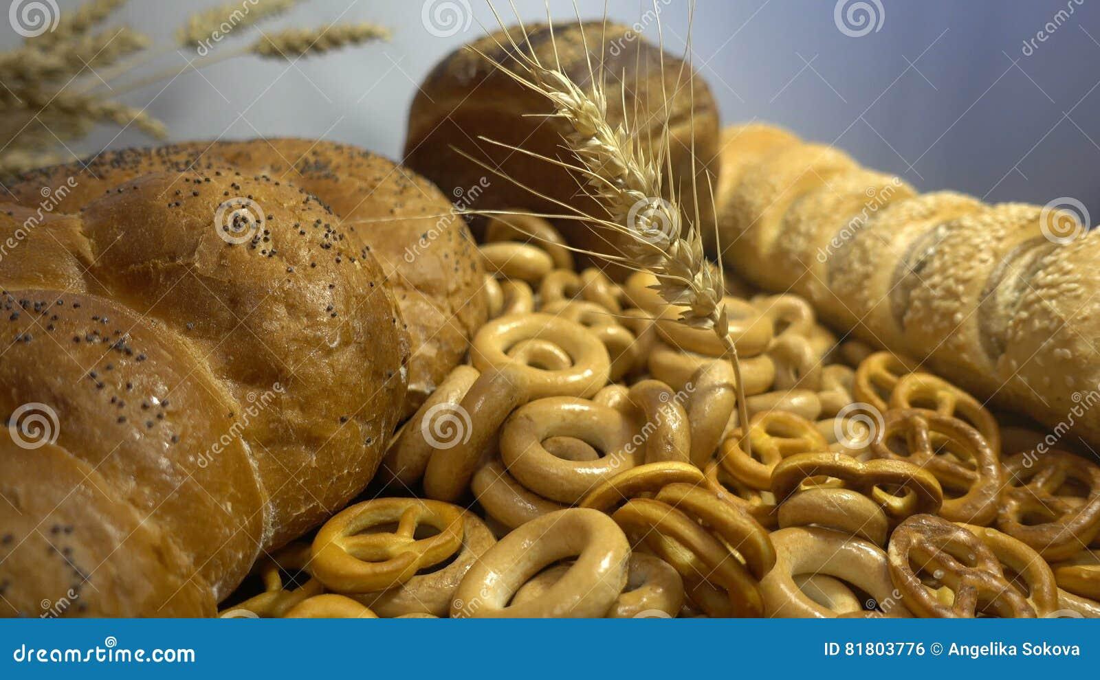 Различные хлеб и уши пшеницы закрывают hd