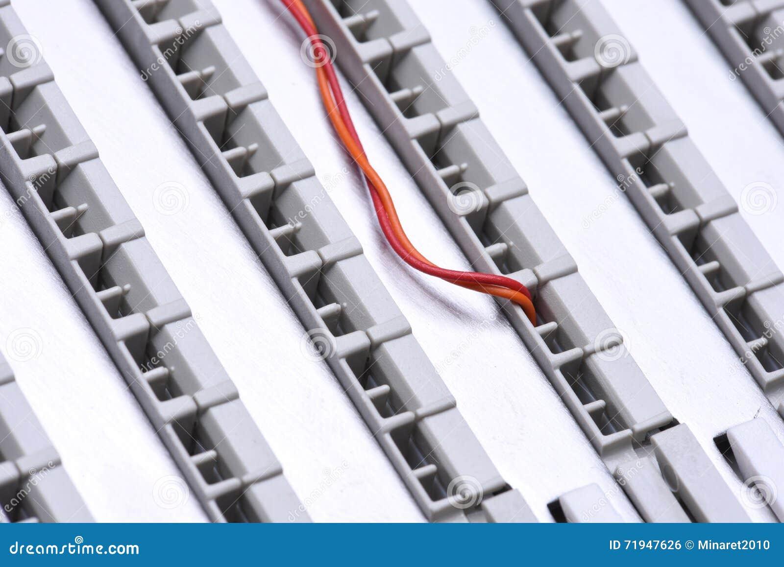 Рамка главного распределения радиосвязи с кабелями