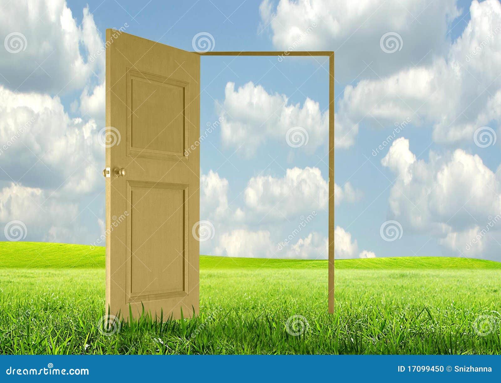 раскрытая дверь