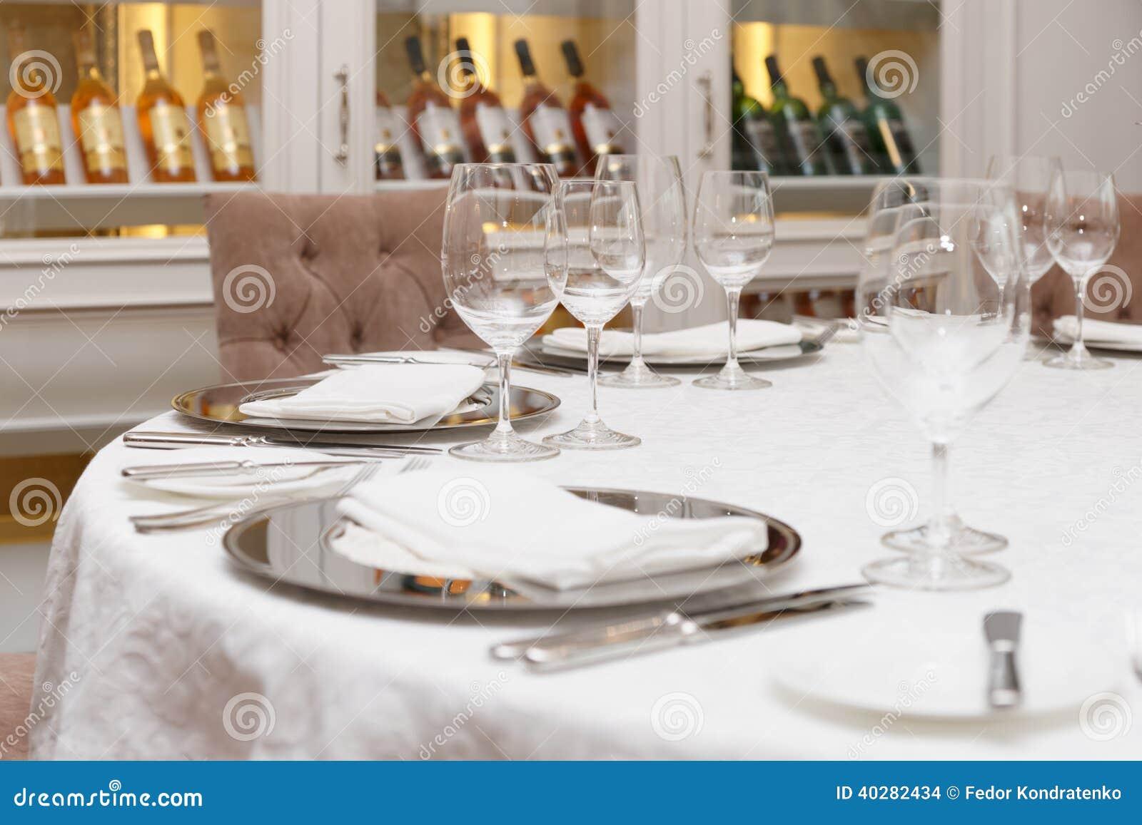 Расположение таблицы в дорогом ресторане