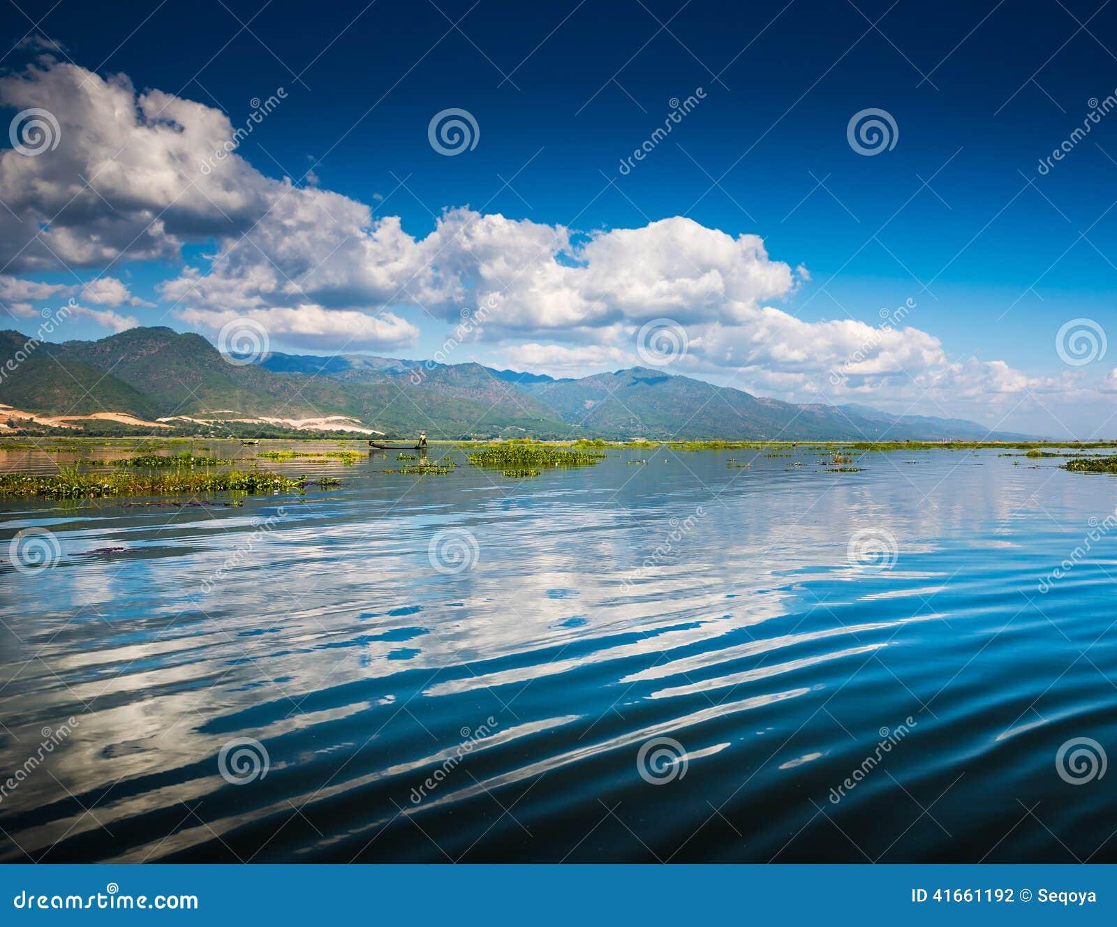 Рассвет на озере Inle