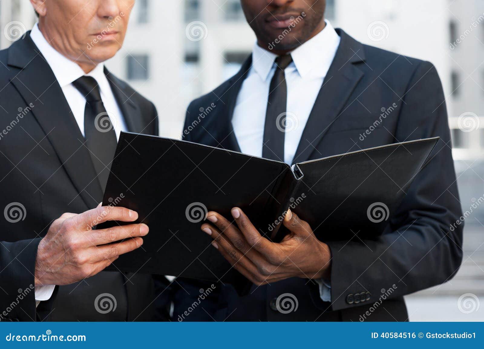 Рассматривая документы