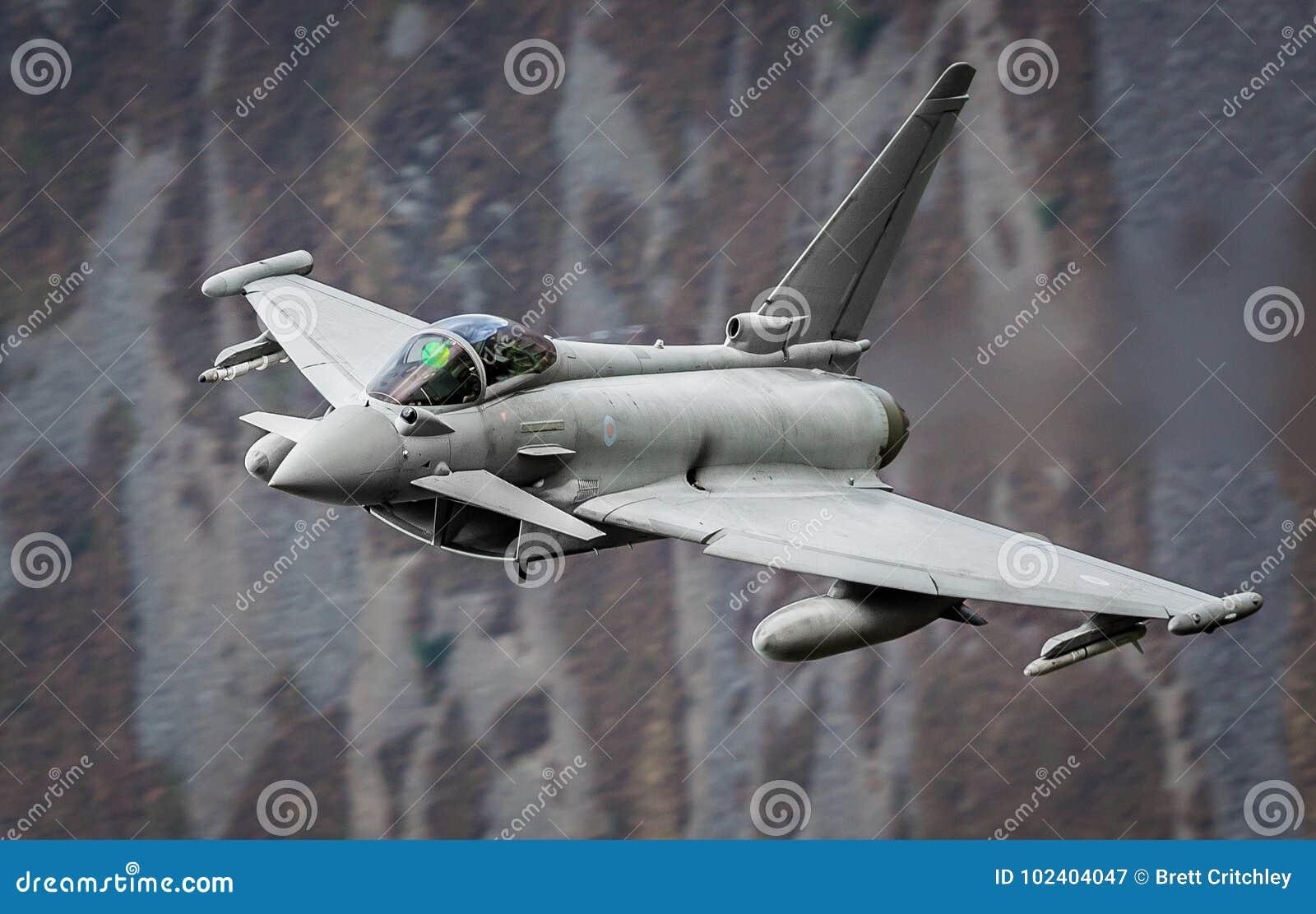 Реактивный истребитель тайфуна Eurofighter