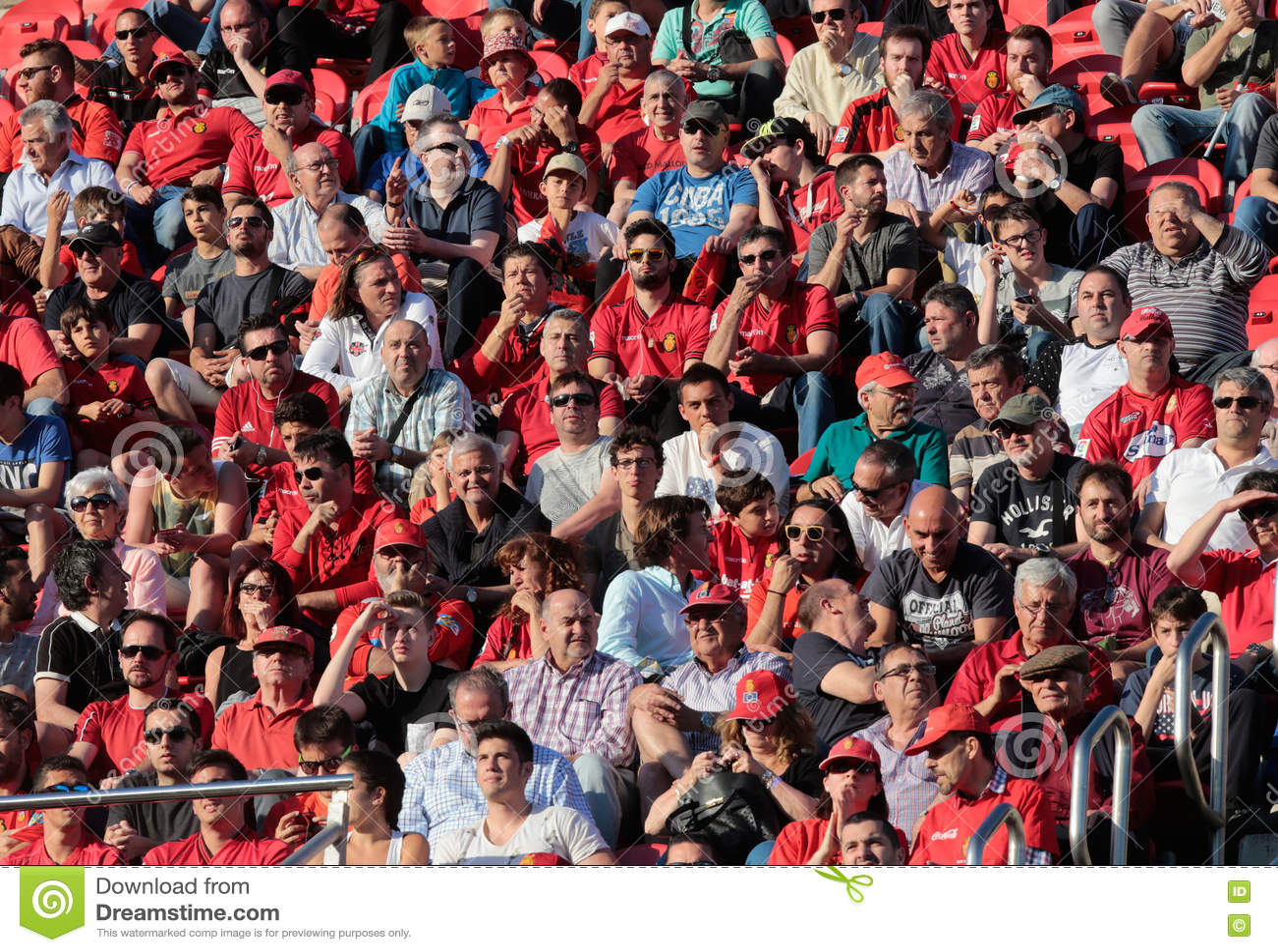 Download Реальные сторонники футбольной команды Мальорки Редакционное Стоковое Фото - изображение насчитывающей поле, majorca: 72297543