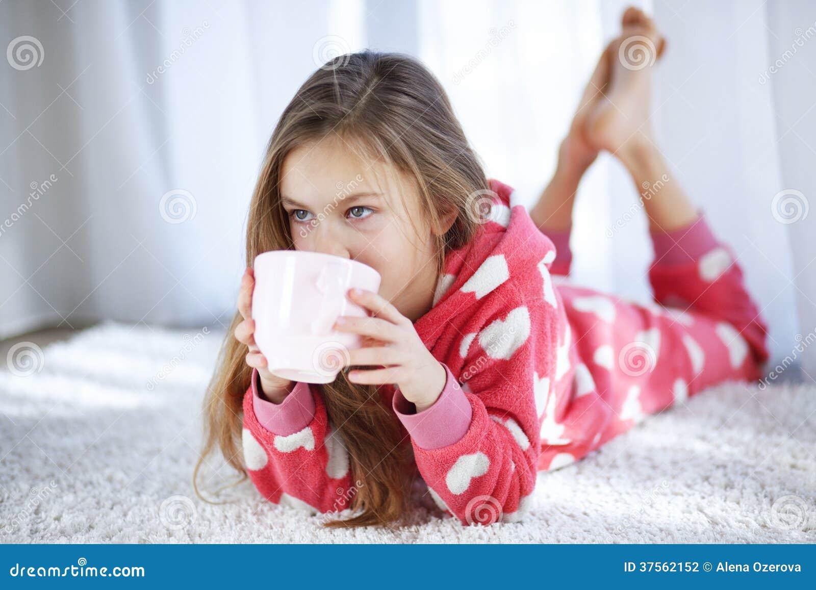 Ребенок в пижамах