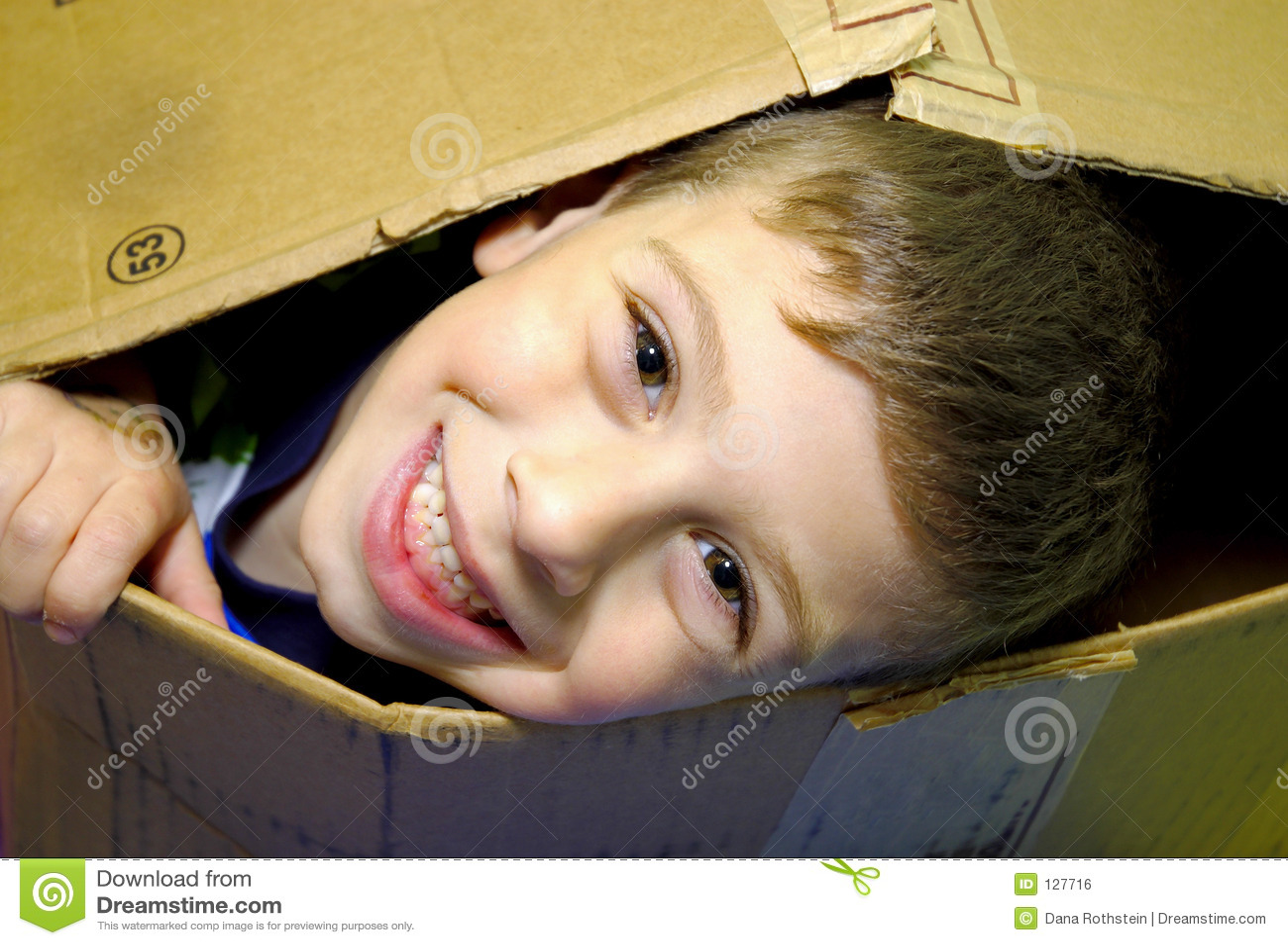 ребенок коробки вне peeking