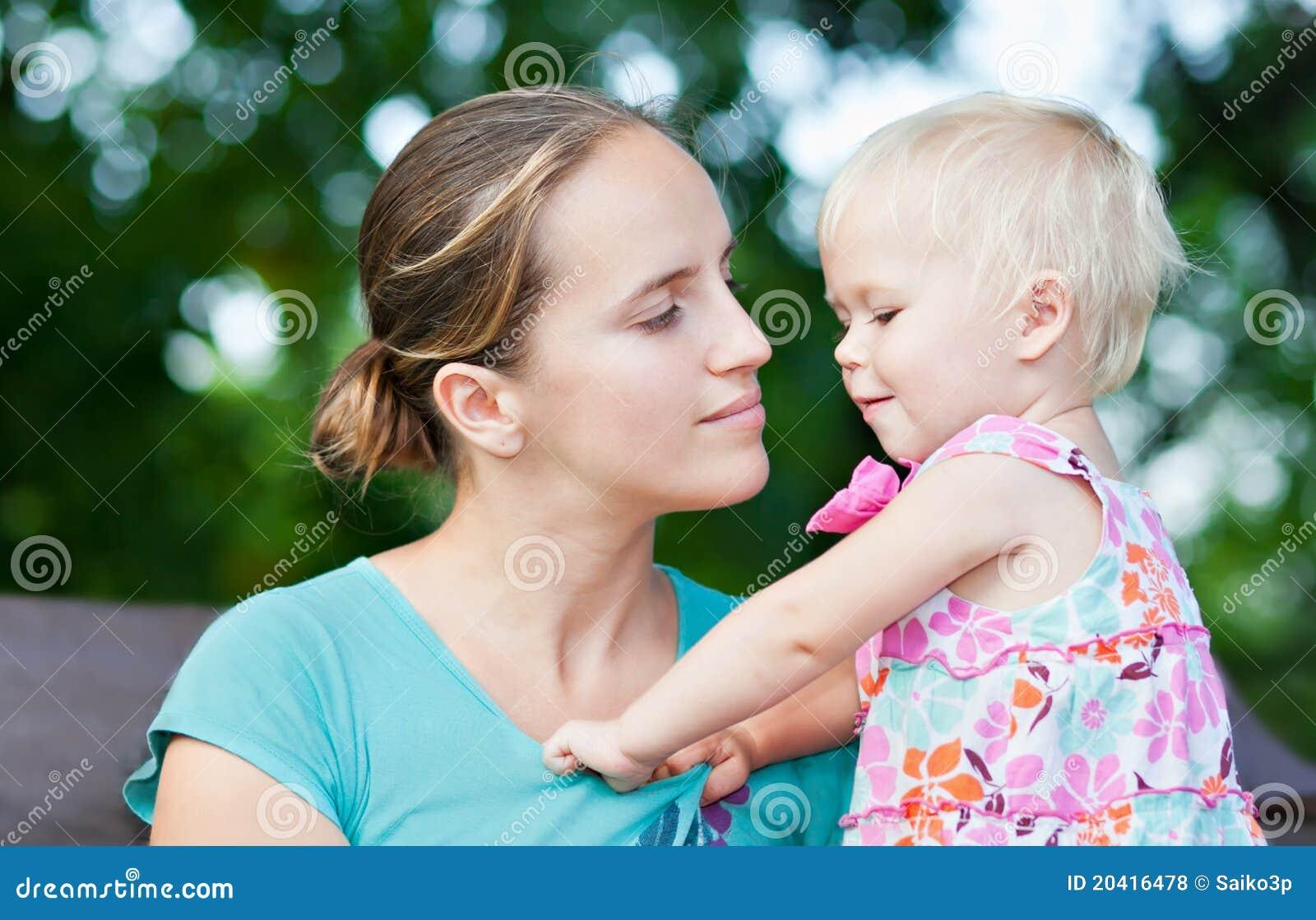 ребёнок ее mothe