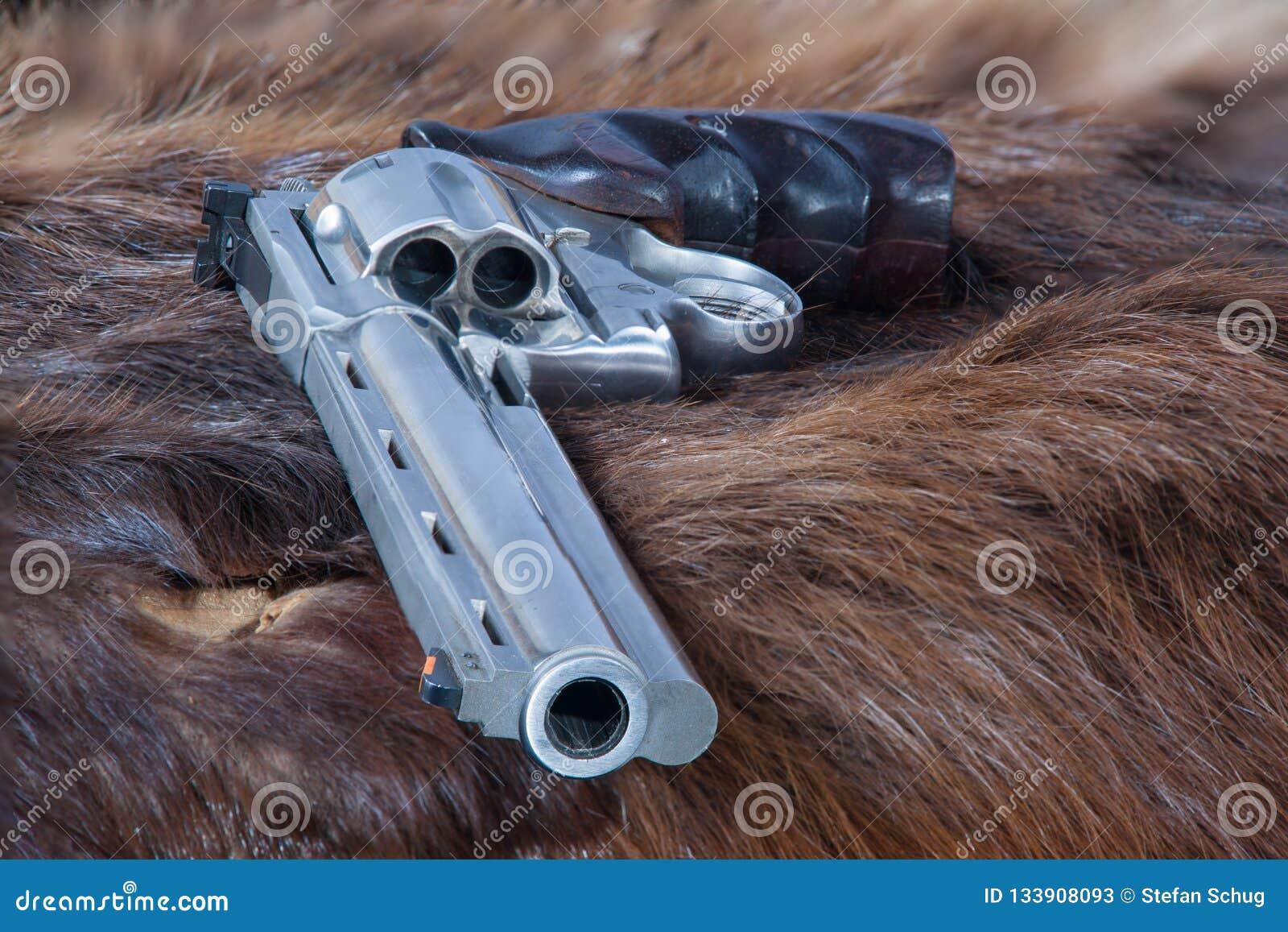 Револьвер на шубнине бобра