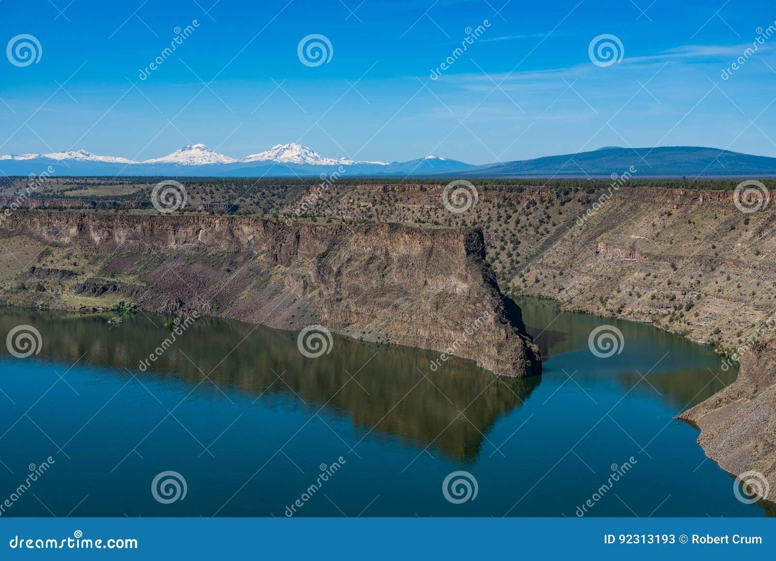 Резервуар чинука Билли озера в центральной пустыне Орегона высокой