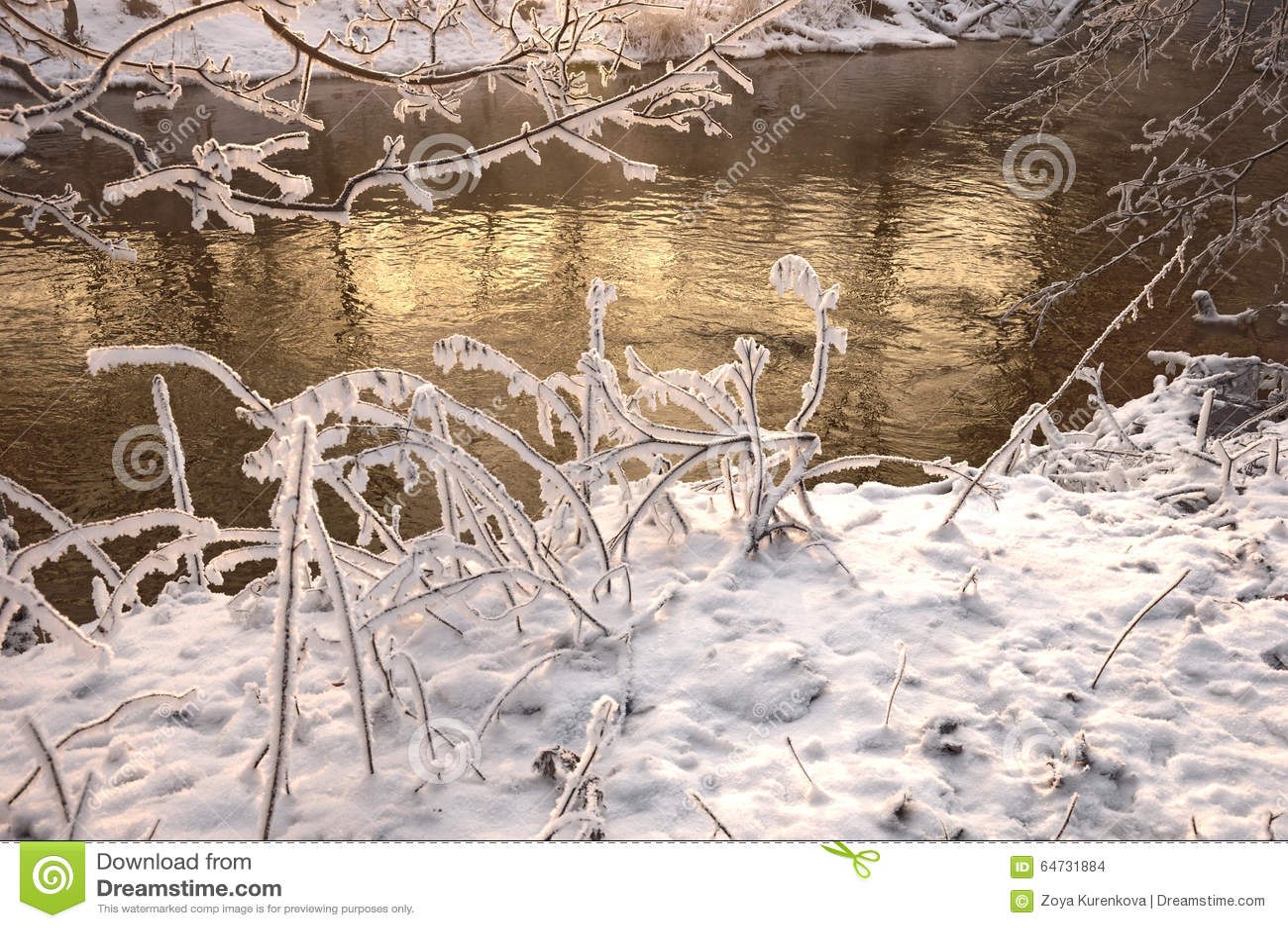 Река в морозном дне
