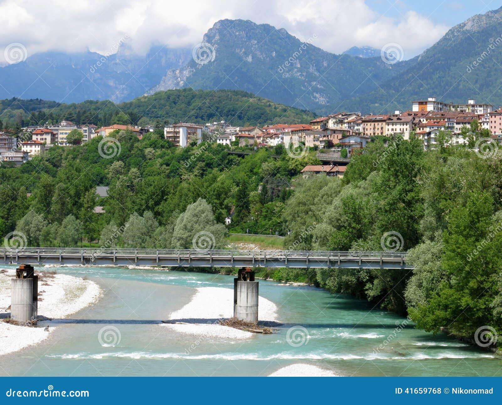 Река Италия моста Беллуно