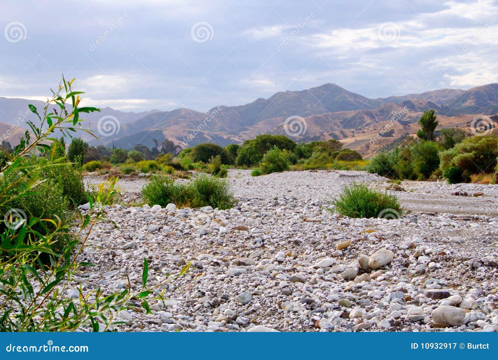 река кровати сухое
