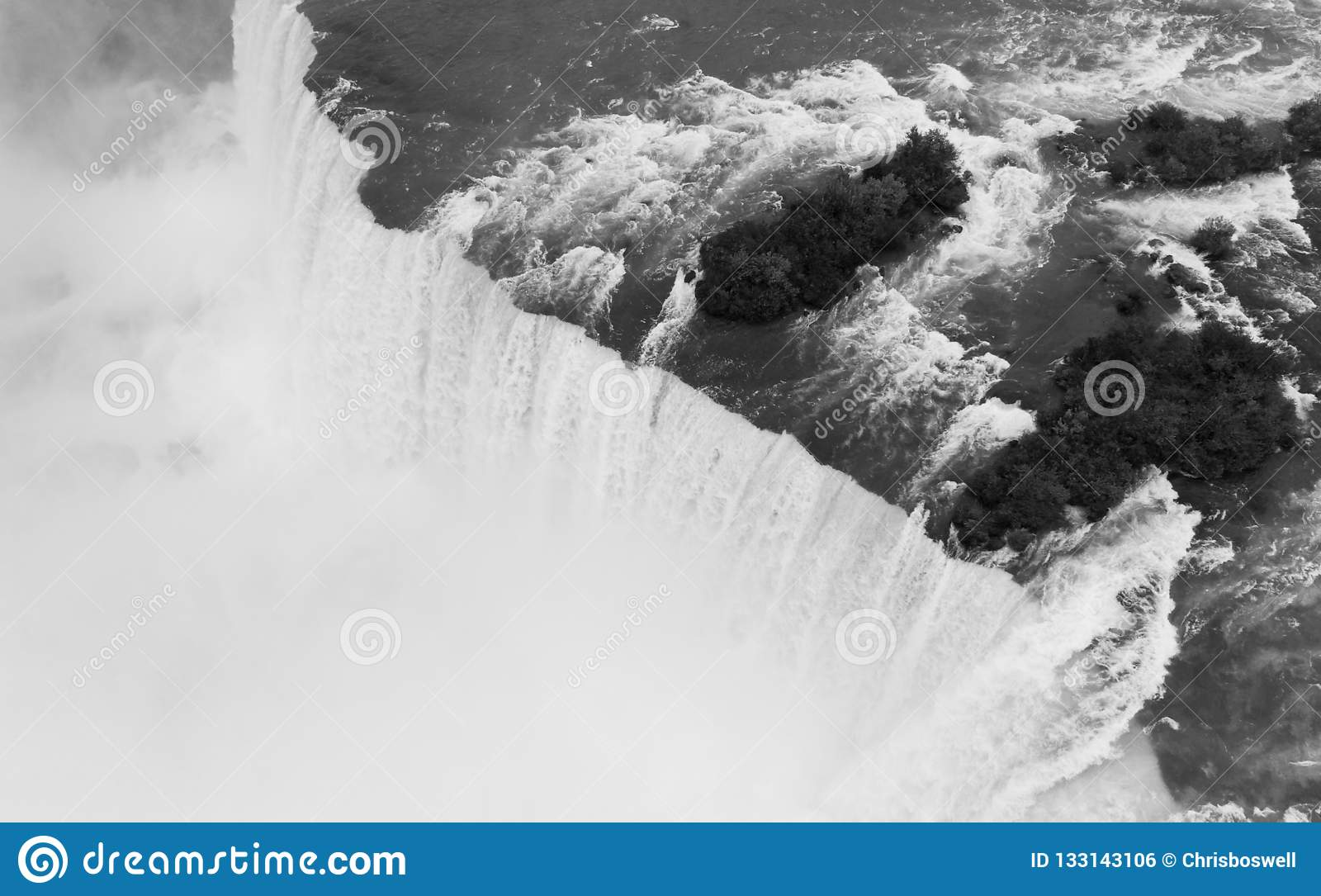 Река Ниагара режет до конца Соединенные Штаты и Канаду на h