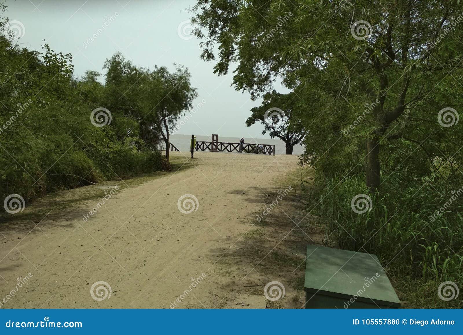 Река серебра от экологического запаса города Буэноса-Айрес
