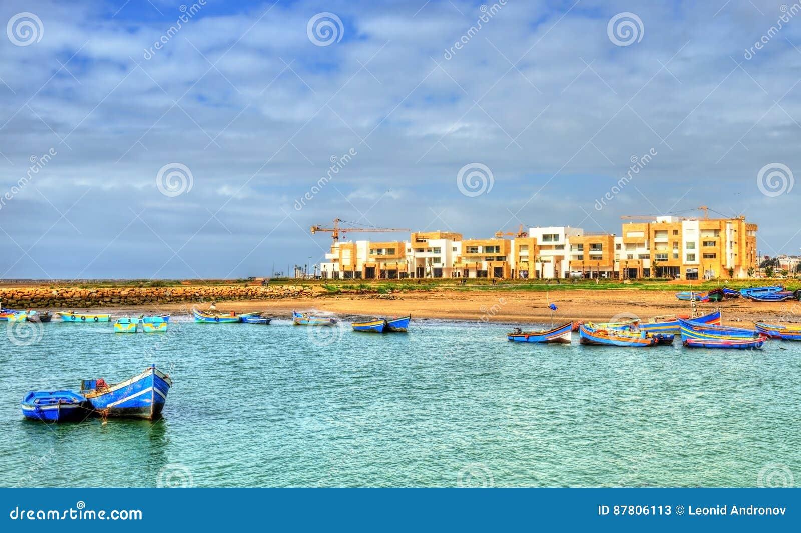 Река Bou Regreg между Рабатом и продажей в Марокко