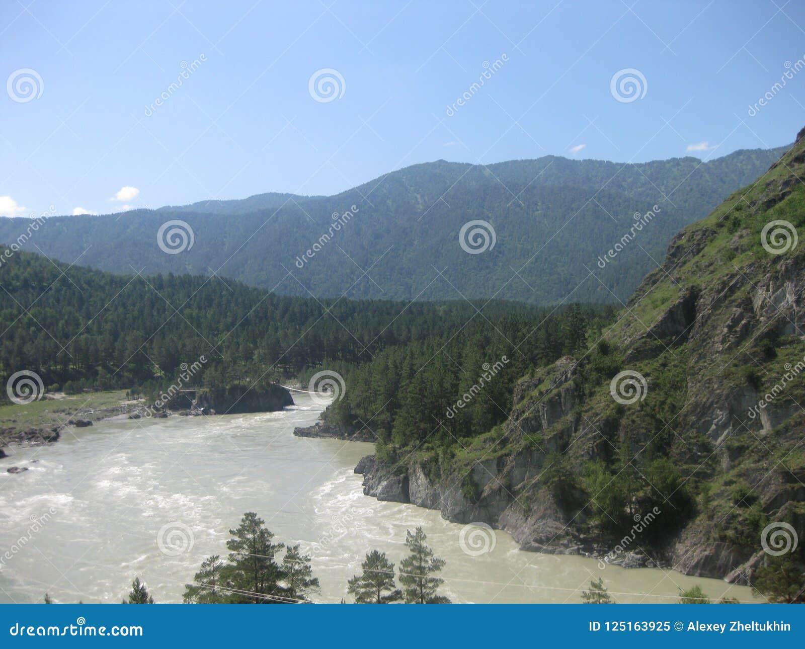 Река Katun, в зоне Ai Гора Altai