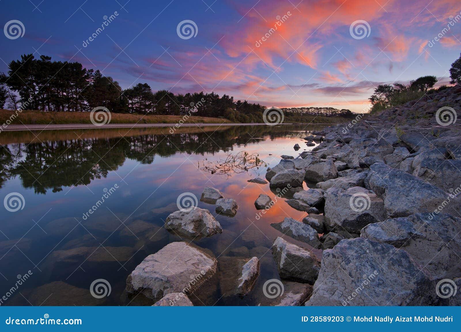 Река Manawatu, Новая Зеландия на сумраке