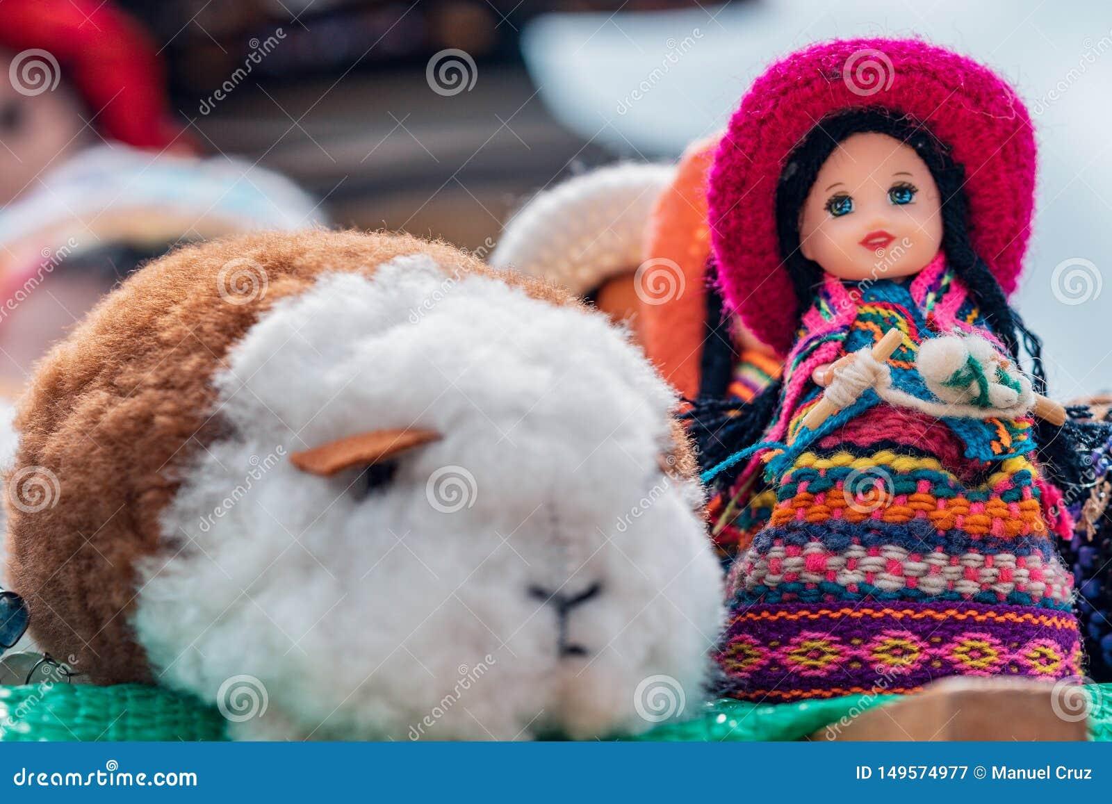 Ремесла андийских морской свинки и куклы - Cajamarca Перу