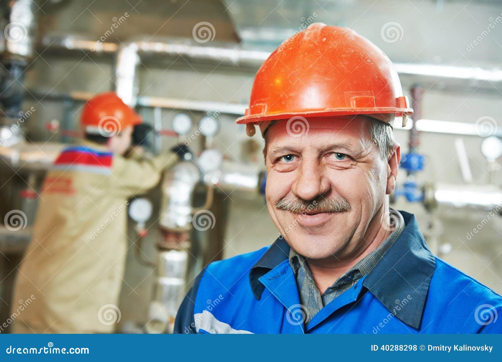 Ремонтник инженера топления в котельной