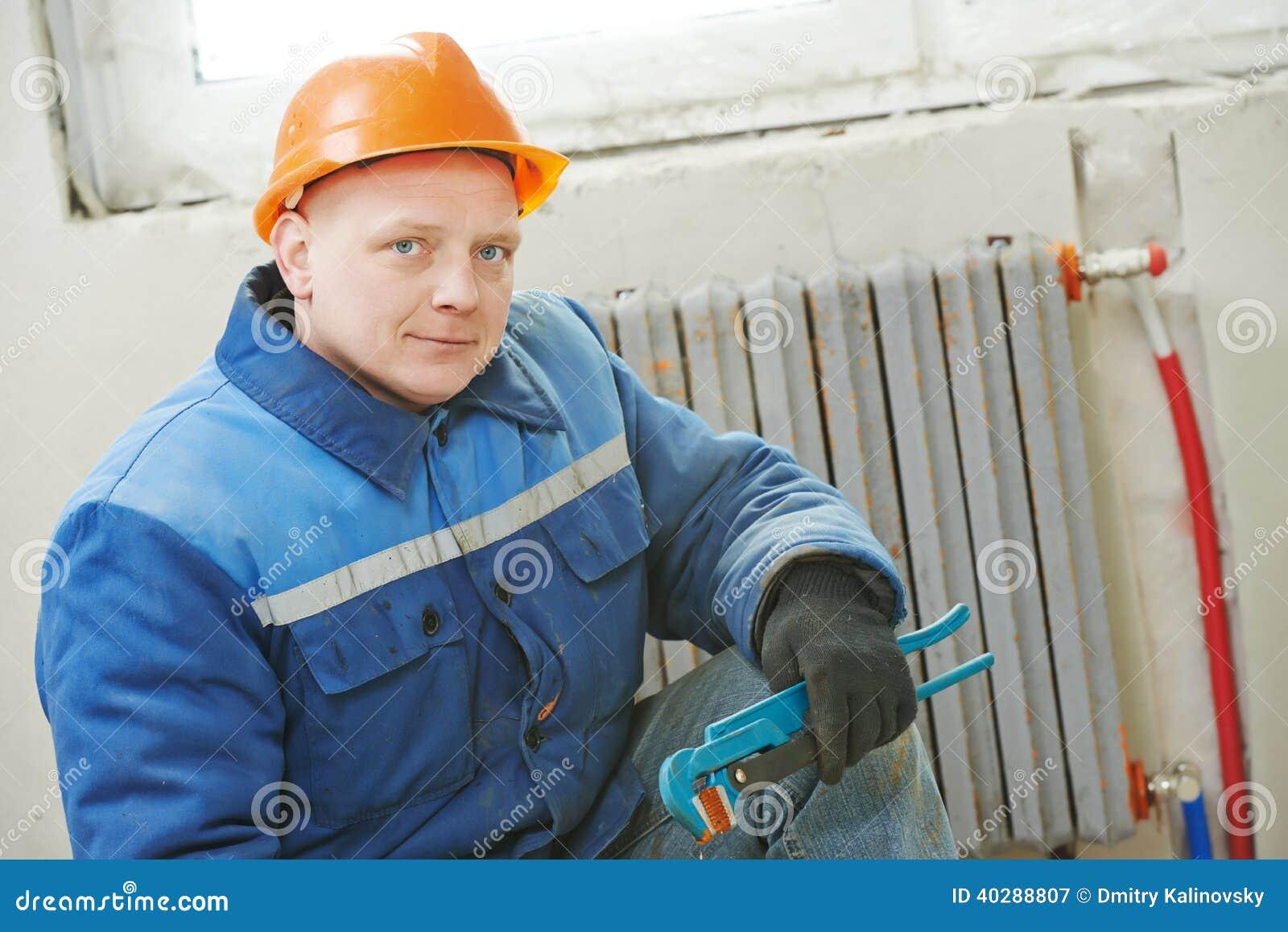 Ремонтник инженера топления