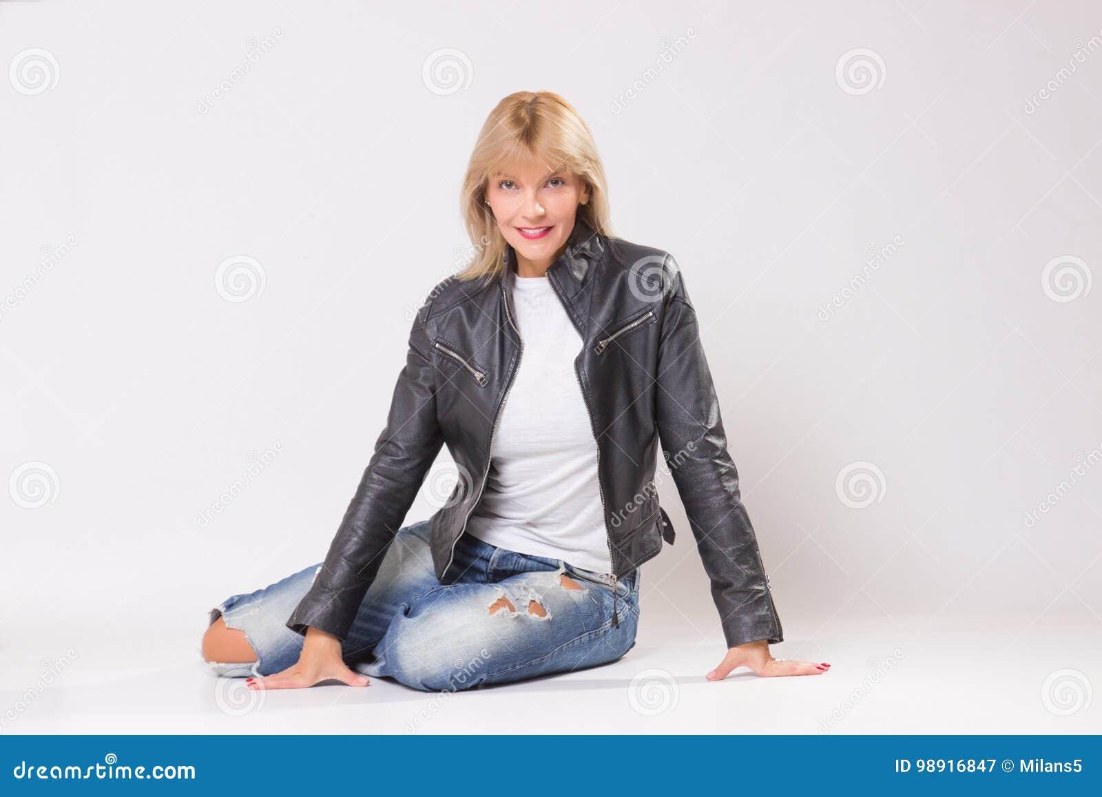 Зрелая дама ретро фото, девушка бурно кончает по вебке