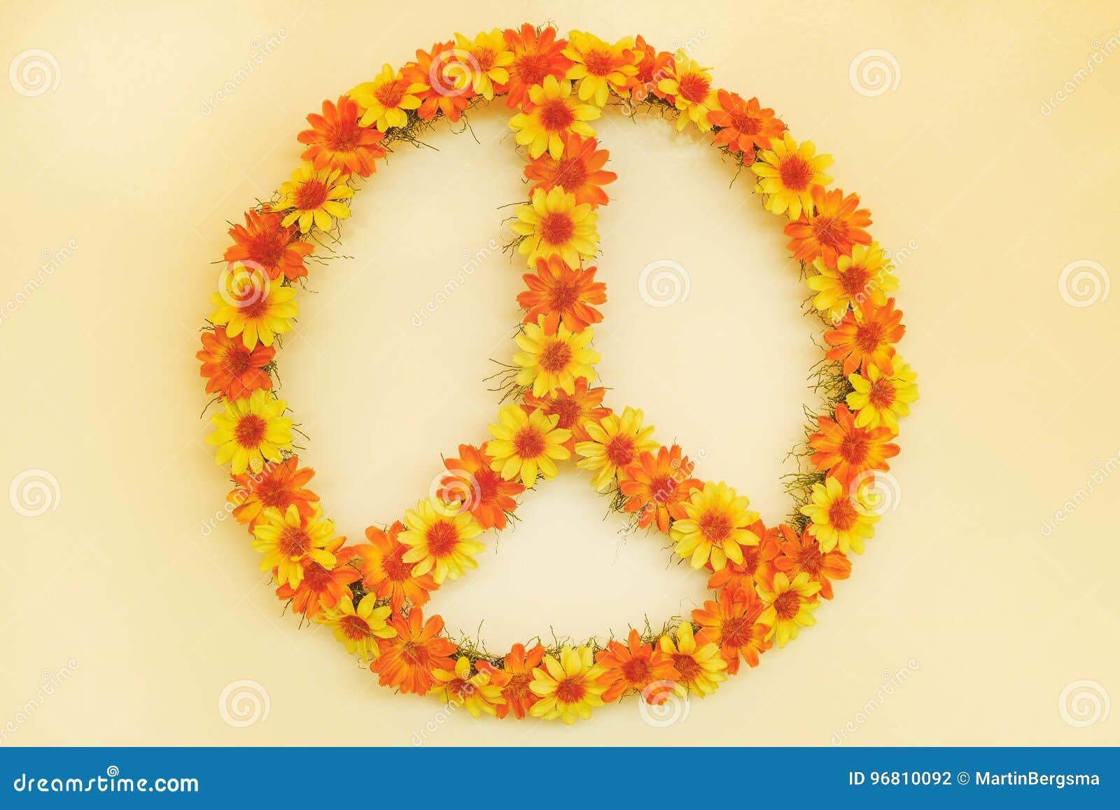 Ретро введенное в моду изображение знака мира силы цветка семидесятых годов
