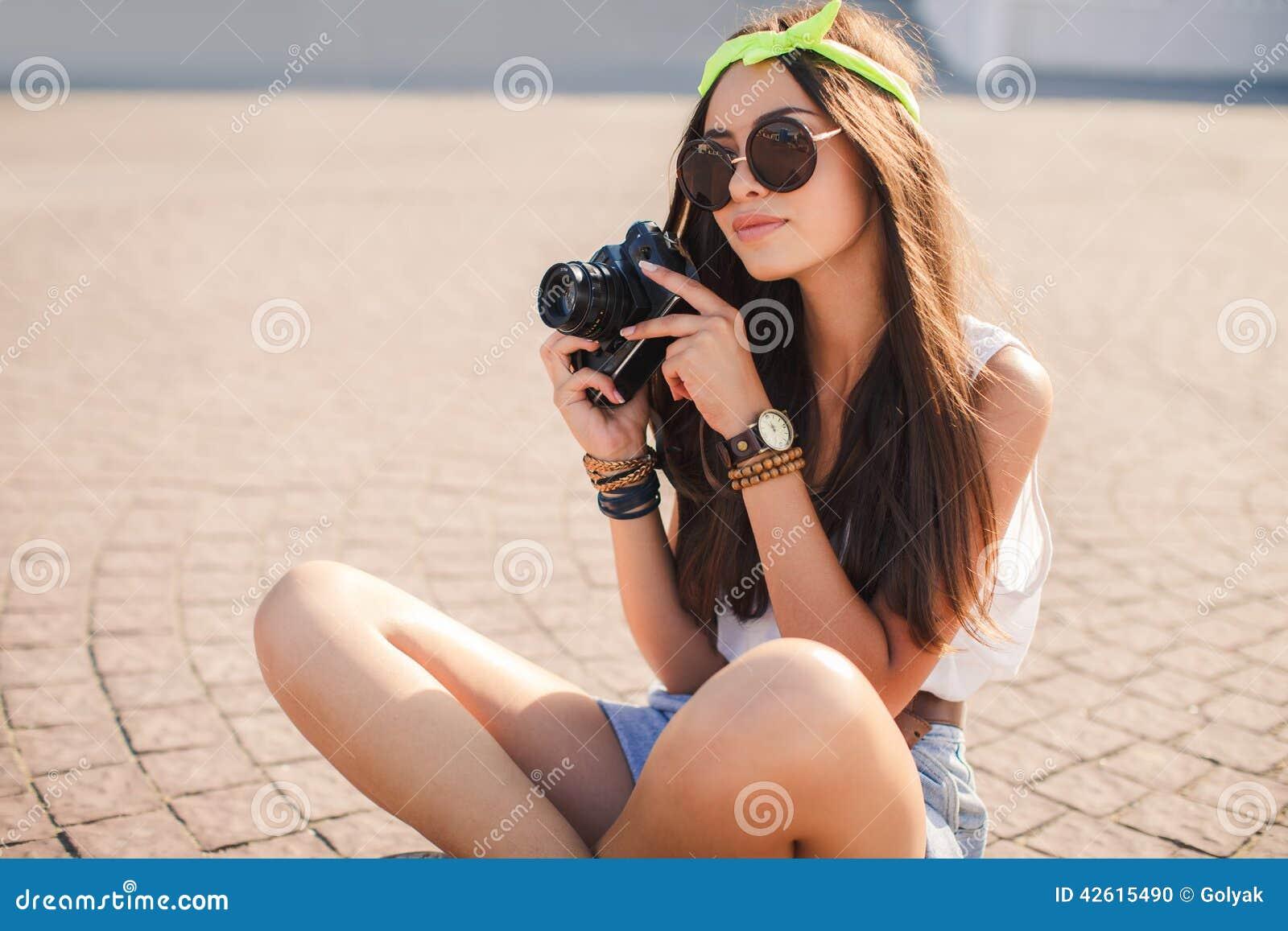 девушка ретро снимает